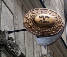 Que faire si vous recevez la visite d'un d'huissier de justice