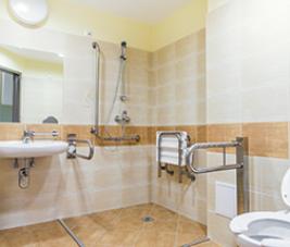 Travaux d'aménagement d'une salle de bain pour séniors